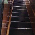 2買いへ上がる階段は異常に急で足が悪いと無理かも?