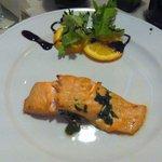 Trancio di salmone ripieno con spinaci e mozzarella di bufala