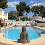 Luxe Villa, verdeeld in vier ruime appartementen met groot zwembad.