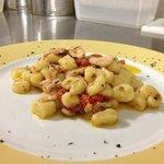 Gnocchi di Patata con Spada, Pomodorini e Olive Verdi € 10,00