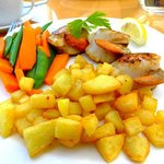 Scallop dinner with fried potatoes and fresh vegetables
