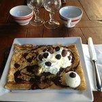 Crêpe aux 3 chocolats, glace chocolat blanc , chantilly