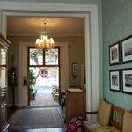 Eingangsbereich / Lobby mit Blick in den Innenhof