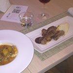 Bacalao con estofado de alubias + Tataki de ternera con salsa de soja acomapañado de pure de pat
