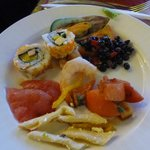 巻き寿司、刺身などもあります。
