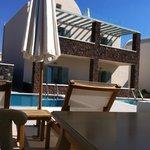Vista da piscina privativa para o quarto