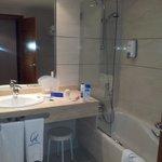 baño hotel clement