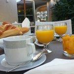 Café da manhã self service.