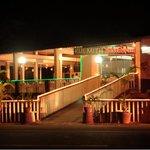 Вид ресторана ночью