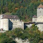 Ausblick zum Schloss Tirol