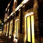 la magia de la noche en la fachada