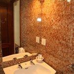 Room 107 - bathroom