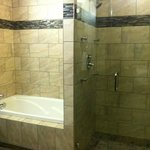 2 Queen Ensuite Shower and Tub