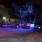 """Foto noturna do """"estacionamento"""""""