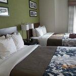 2 Queen beds, firm, with 4 pillows each