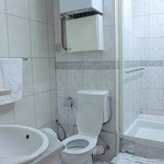 Very clean shared bathroom