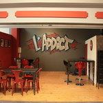 """L'atelier avec son style """"usine"""" pour les plus jeunes"""