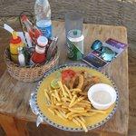 еда, заказанная в баре на пляже