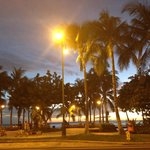 пляж через дорогу вечером
