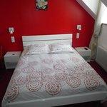 Lit chambre rouge