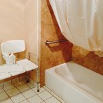 Large bathroom (handicap accessible)