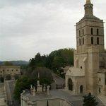 """esterno con campanile, statua della Vergine, sagrato con il """"Calvario"""""""
