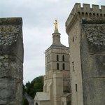 in lontananza il campanile della Cattedrale