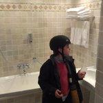 salle de bain de la chambre familiale 23