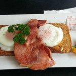 poached eggs & smoked bacon