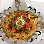 Flatliner Fries - Chili, sour cream, 3 cheese