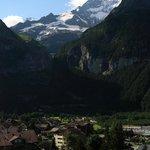 Вид из номера на горы Шрэкхорн и Эйгер