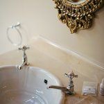 Basin Room 10