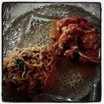 Tagliolini al tonno rosso nostrano e raviolini ripieni di rana pescatrice con ragu ai due crosta