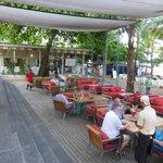 Beach Bar right at the Beack-Walkway