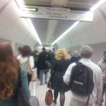 Por la izquierda hasta en el metro