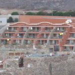 Hotellet sett fra andre siden av dalen