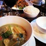 Pad Thaï crevettes et Poulet au curry vert