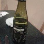 Un petit vin blanc à table: La Valette