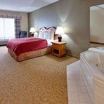 CountryInn&SuitesMtMorris WhirlpoolSuite