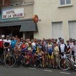 Die Maggi Lourdesgruppe vor dem Hotel La Vallee