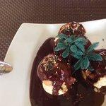 Profiteroles,glace vanille,sauce chocolat