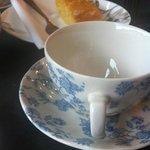 dejando reposar el té