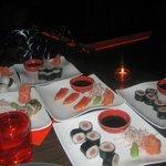 cenando sushi