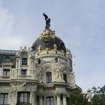 Lateral do famoso edifício Metropolis, centro de Madrid