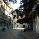Localização é muito boa, em rua linda e histórica