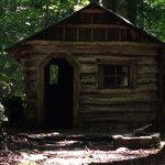Cabin in olde Historic District - an EASY walk from campground