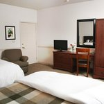 Wine Country Inn location - Standard Double Queen Room