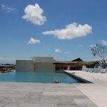 Zwembad op het dak van het hotel
