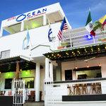 Fachada Hotel Ocean y restaurante