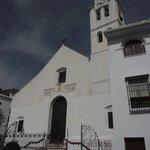 vista parcial de la iglesia